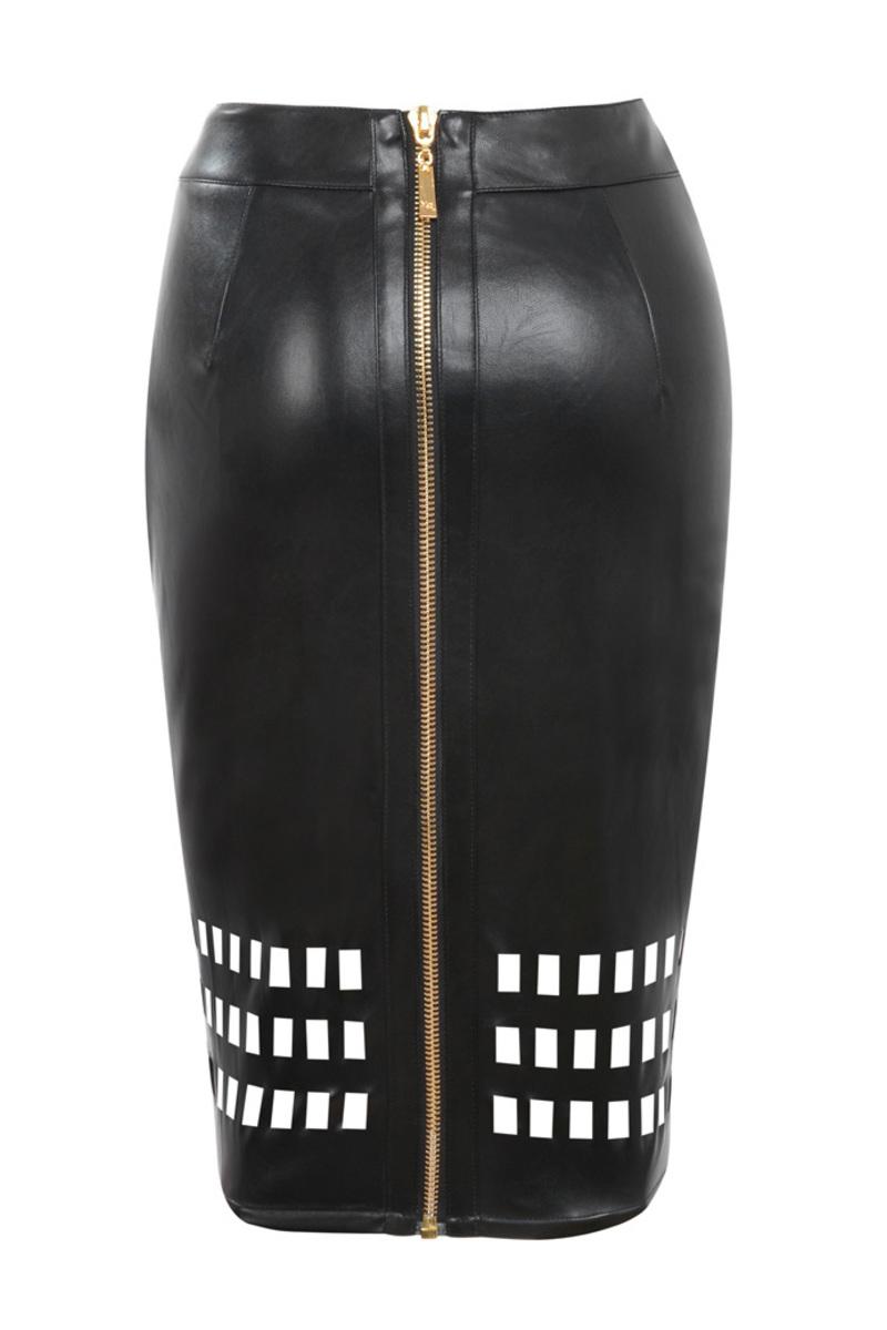voyeur in black
