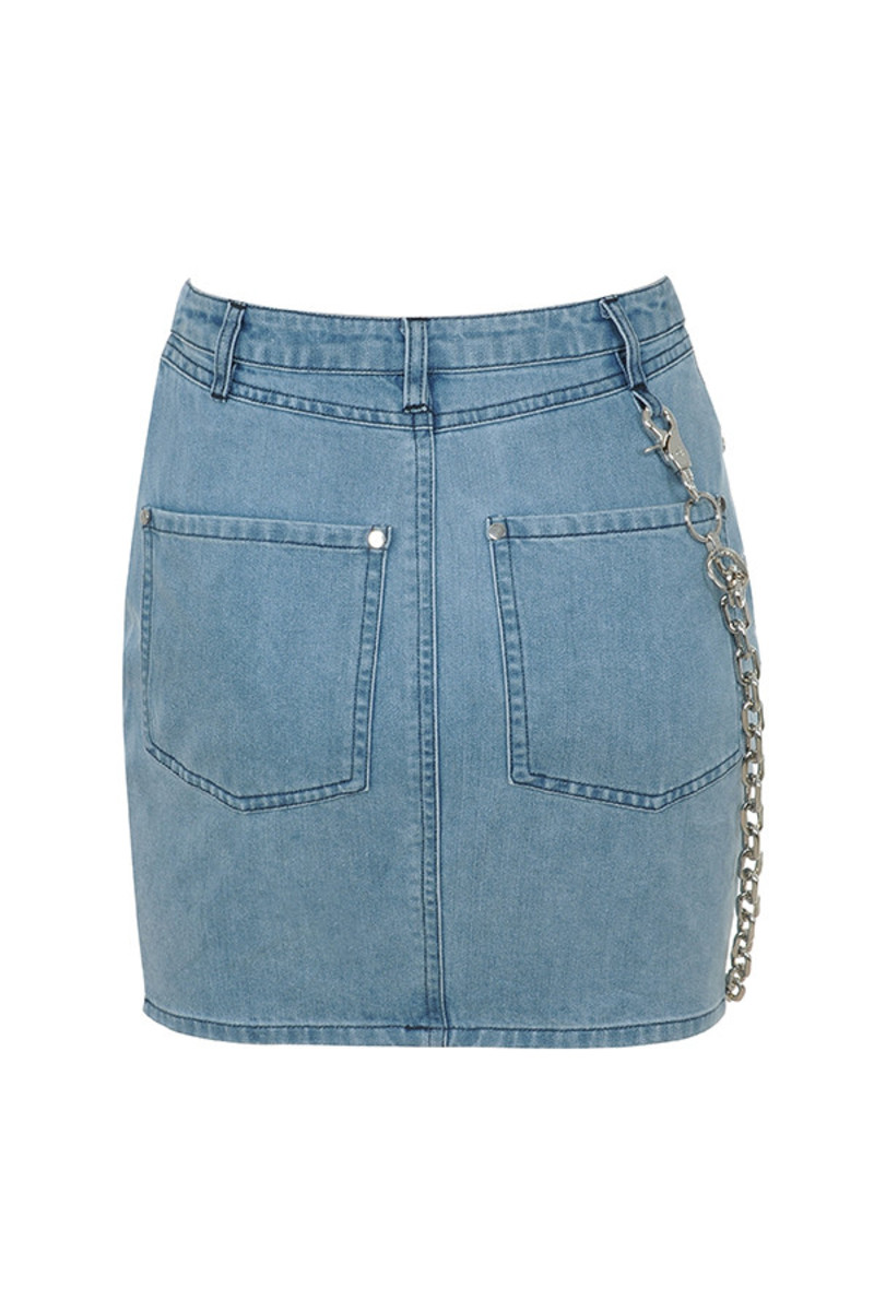 famous skirt in denim
