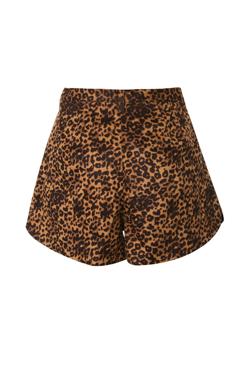 yasss short in leopard