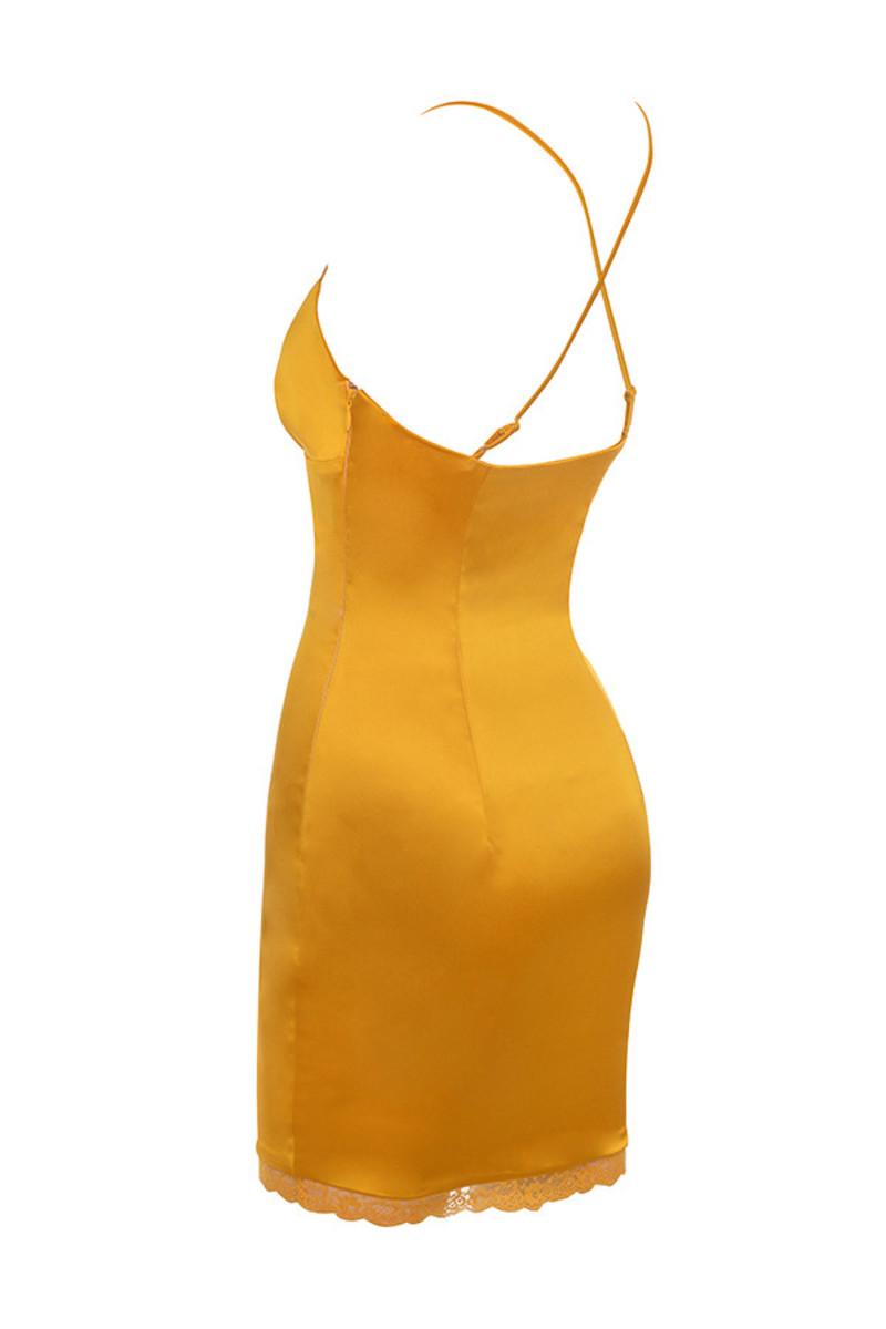 courtesan in mustard